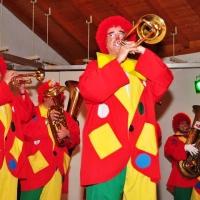 Die Clowngruppe beim Guggenmusik-Treffen der Egger Gassenfeger.