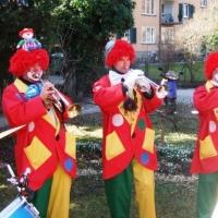 Rosenmontag mit der Clowngruppe: Gastspiel bei Familie Zachenbacher.