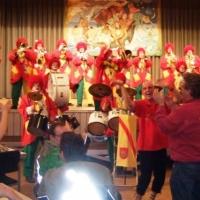 Rosenmontag mit der Clowngruppe: Gegen Abend fuhr man in Halle nach Moos.