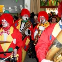 Rosenmontag mit der Clowngruppe: Im Saal herrschte bereits eine gute Stimmung.