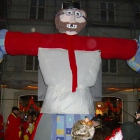 Verbrennung auf dem Stefansplatz: Die Puppe stand noch unversehrt.