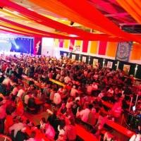 Männerballett-Treffen vom Schneeschreck: Ein Blick vom Saal auf die Bühne.