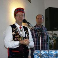 Ordensverleihung mit Weißwurstfrühstück: Landvogt Manfred Knopf überreichte die Orden von der Narrenvereinigung Hegau-Bodensee.