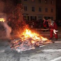 Verbrennung auf dem Stefansplatz: Bis sie vollkommen niederbrannte.