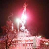 Narrenbaumstellen auf dem Gottmannplatz: Am Schluß wurde noch ein kleines Feuerwerk abgebrannt.