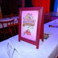 11.11. in der Linde: Auch die Tisch-schilder passten zum Thema.