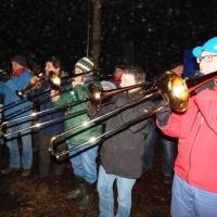 Schneeschreckerwachen in der Unikurve: Dann spielte die Clowngruppe unter der Leitung von Gerd Zachenbacher.