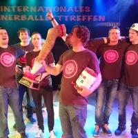 Männerballett-Treffen vom Schneeschreck: Nach 10 Jahren konnte das Männerballett der Schneckenburg den ersten Pokal gewinnen.