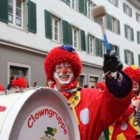 Umzug am Fasnachtssonntag: Die Clowngruppe war natürlich auch dabei.