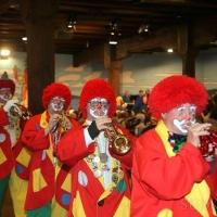 Frühschoppen im Konzil: Einmarsch der Clowngruppe.