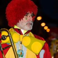 Narrenbaumstellen auf dem Gottmannplatz: Gerd Zachenbacher führte die Clowngruppe an.