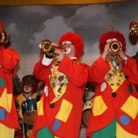 Quaker-Frühschoppen in Allmannsdorf: Die Clowngruppe spielte auf der Bühne.
