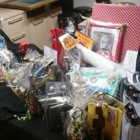 25 Jahre Schneckenbürgler Schneeschreck: Auch der Geschenketisch  quillte bereits über.