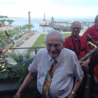 90. Geburtstag von Paul Bischoff: Bei schönstem Wetter konnte Paul die Gäste auf der Terasse vom Konzil begrüßen.