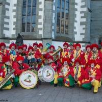 Rosenmontag: Die Clowngruppe posierte vor dem Münster in Radolfzell.