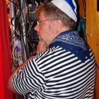 11.11. in der Linde: Bühnentechniker Andreas Fritzsche war der Mann am Vorhang.