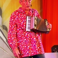 11.11. in der Linde: D' Fuzzi Wolfgang Sterk spielte auf seiner Regina.