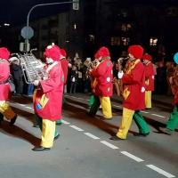Narrenbaumstellen auf dem Gottmannplatz: Die Clowngruppe beim Umzug.
