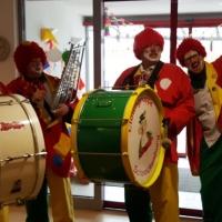 Rosenmontag mit der Clowngruppe: Am Nachmittag gab es einen längeren Besuch in der Rosenau.