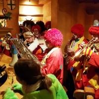 Schmutziger Donnerstag: Dazu spielte die Clowngruppe.