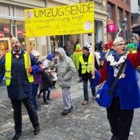 Umzug am Fasnachtssonntag: Das Ende des Umzuges. Angeführt durch Orga-Chef Axel Zunker.