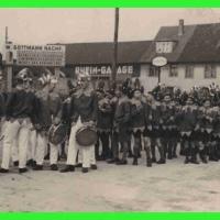 Zu jedem närrischen Anlass spielten die eigene Klepperlegarde und der Spielmannszug auf. Ein Bild von 1934.