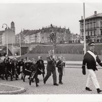 Umzug Fasnachtssonntag 1939: Der Narrensamen immer hinterher.