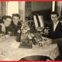Frühschoppen nach durchzechter Nacht im Ziegelhof. V.l.n.r.: Werner Knäbel, Paul Bischoff, Walter Ramsperger, Ewald Volz, und Herbert May.