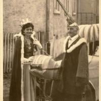 Schmutziger Donnerstag: Schneckenprinzessin Gerda mit Ihrem Vater Vizepräsident Gutav Kabusreuther.