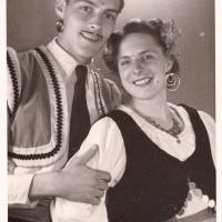 """Bunter Abend: Jungelfer Herbert May und Elfriede Senger (Bischoff) in """"Ein sauberes Pärchen"""" (Rumba)."""