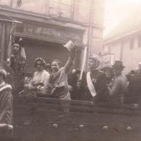 Schmutziger Donnerstag: Die Weckerkolonne in den Strassen der Stadt. Wenn das Wetter auch mal trübe, immer hoch die Narretei.