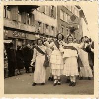 Fußballturnier auf dem Stefansplatz: Die Ehrenjungfrauen (Cheerleader) der Schneckenburg