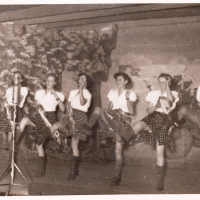 """Bunter Abend: Das Ballett beim """"Zigeuner-Tanz"""". v.l.n.r.: H. Hauser, Ch. Schaer, E. Heckmann, B. Kuster, I. Bischoff, M. Ohlenschläger."""