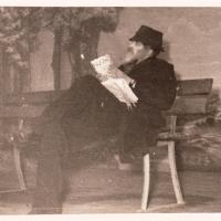 Bunter Abend: Zurest konnte Paul Bischoff ganz in Ruhe Zeitung lesen.