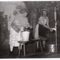 Bunter Abend: D' Schäfere und de Ehrler wuschen mit Tropfbier die große Schneckenwäsche.