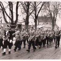 Schmutziger Donnerstag: Auch die Klepperlegarde mit Klepperlebubengardemeister Willi Rupp beteiligten sich am Umzug.