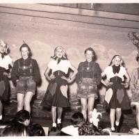 Bunter Abend im Schützen: Das Ballett einmal anders. Mit Christa Schaer, Margarete Ohlenschläger, Margarete Müller, Brigitte Kuster, Helga Hauser, Isolde Bischoff.