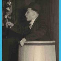 """Großer Bunter Abend: """"Und darauf einen Dujardin"""" betitelte Betriebsleiter Walter Buck seine Büttenrede. In seiner unnachahmlichen Art brachte er den Saal zum Brodeln."""