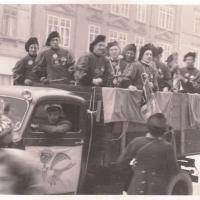 Schmutziger Donnerstag: Der Fanfarenzug wieder im LKW unterwegs.