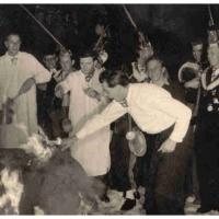 Verbrennung der Fasnacht im Schauinsland: Die Puppe wird entzündet.