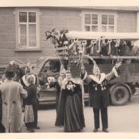 Schmutziger Donnerstag: Die Weckkolonne der Schneckenburg unterwegs in Petershausen.