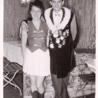 Bunter Abend: Nach dem Programm konnte man für ein paar Bilder posieren: Elli und Paul Bischoff.