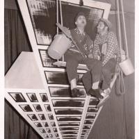 Bunter Abend: Die biederen Fensterputzer P. Bischoff und A. Koch.