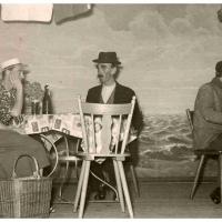 Bunter Abend: Der Reporter Siegfried Schaer befragt die Fremden: E. Bischoff, W. Zinkhöfer, W. Stöß, B. Ramsperger, A. Volz, D. Stöß und Herbert Zweifel auf der Konzilstraße.