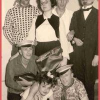 Bunter Abend: Die Schüler: W. und D. Stöß, W. Buck, S. und S. Oppe, W. Hirt, W. Mutter mit ihrem Professor Paul Bischoff.