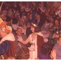 Bunter Abend: Unter tosendem Ho-Narro-Rufen zog der Elferrat und sein Gefolge in den Schützensaal ein.