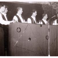 Bunter Abend im Schützen: Gesang nach Noten. Mit R. Bohro, W. Mutter, D. und W. Stöß, W. Theuerjahr, W. Zinkhöfer.