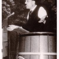 Bunter Abend im Schützen: Der Kritikus W. Zinkhöfer sagte, was er sagen mußte.