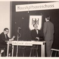 Bunter Abend im Schützen: In einem Bundes-Haushalts-Ausschuss stritten sich P. Bischoff, E. und S. Schaer, und W. Zinkhöfer.