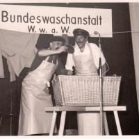 Bunter Abend im Schützen: In der Bundeswaschanstalt arbeiteten Paul Bischoff und A.Koch.